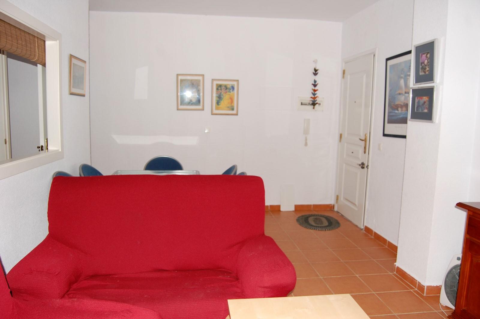Bonito apartamento de dos dormitorios y con jard n propio for Apartamentos jardines de zahara