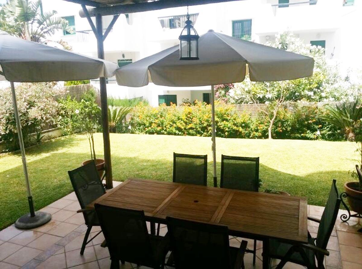 Bajo con jardin de 2 dormitorios en bahia de la plata for Alquiler de bajos con jardin en las rozas
