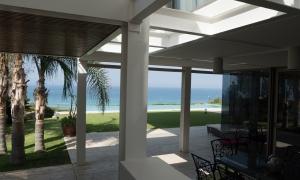Villa de 6 dormitorios  en Atlanterra en primera l
