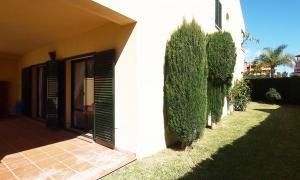 Maravilloso apartamento de tres dormitorios y con jardín privado en Zahara de los Atunes Zahara de los Atunes