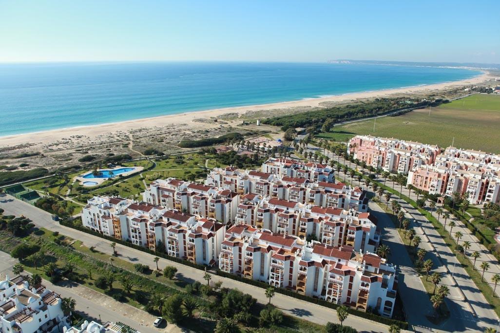 Alquiler y venta de apartamentos en zahara de los atunes for Casas con piscina zahara delos atunes