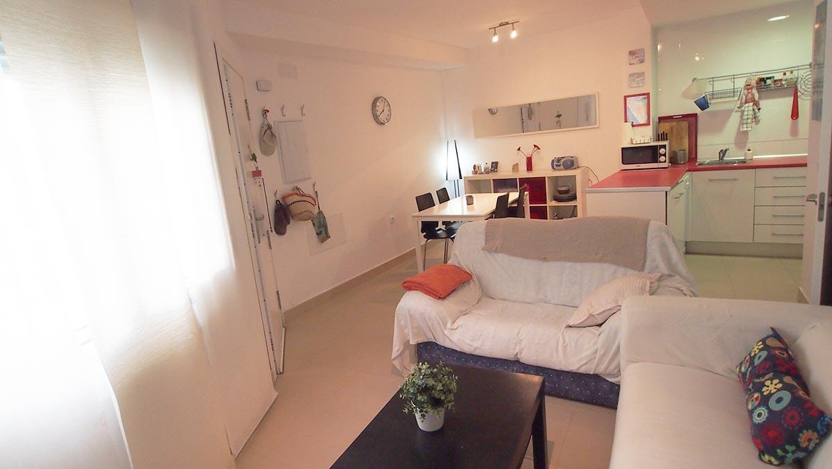 Moderno apartamento d plex de dos dormitorios en el pueblo for Diferencia entre halla y living room