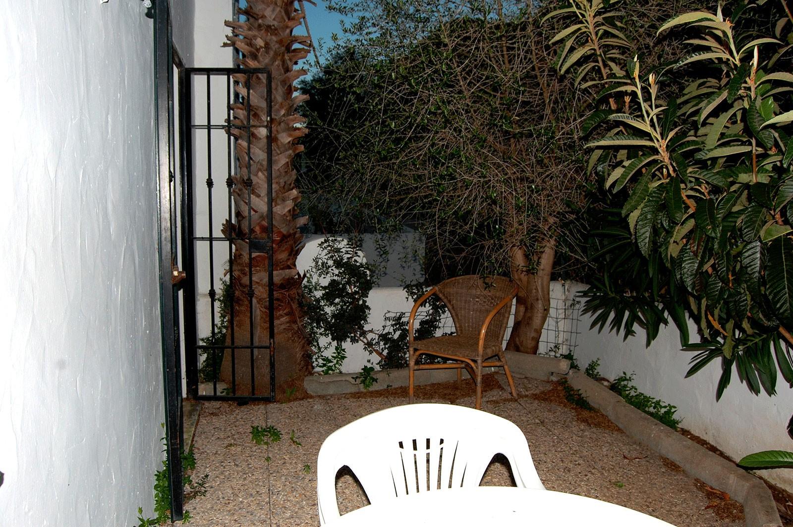 Se vende coqueto apartamento bajo con jard n propio en for Alquiler de bajos con jardin en las rozas