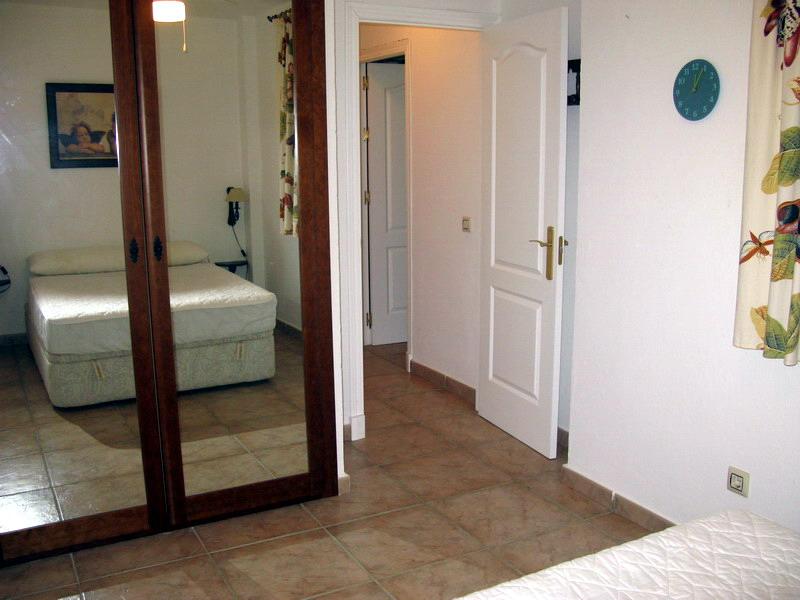 Adosado semifrontal de 4 dormitorios y 3 ba os en la for Apartamentos jardines de zahara