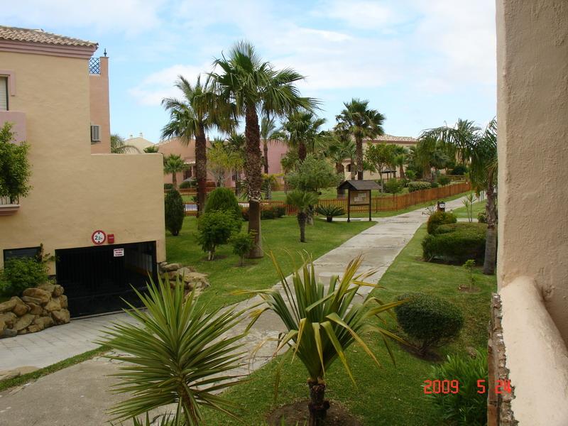 Venta de amplio apartamento de 3 dormitorios en la urbanizaci n jardines de zahara en atlanterra - Jardines de zahara ...