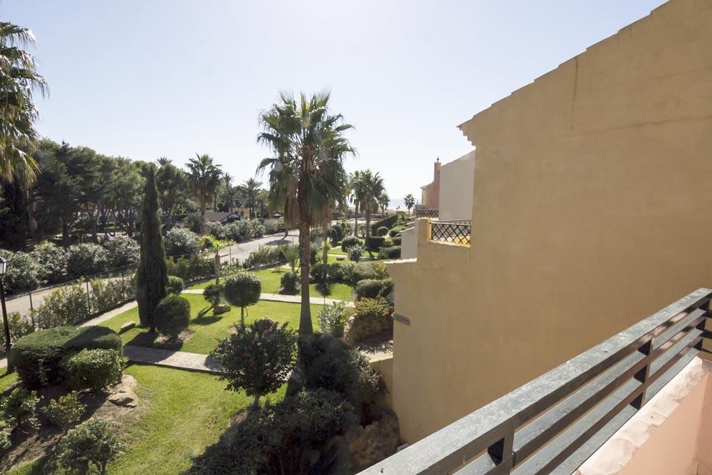 En venta casa adosada en la urbanizaci n jardines de for Apartamentos jardines de zahara