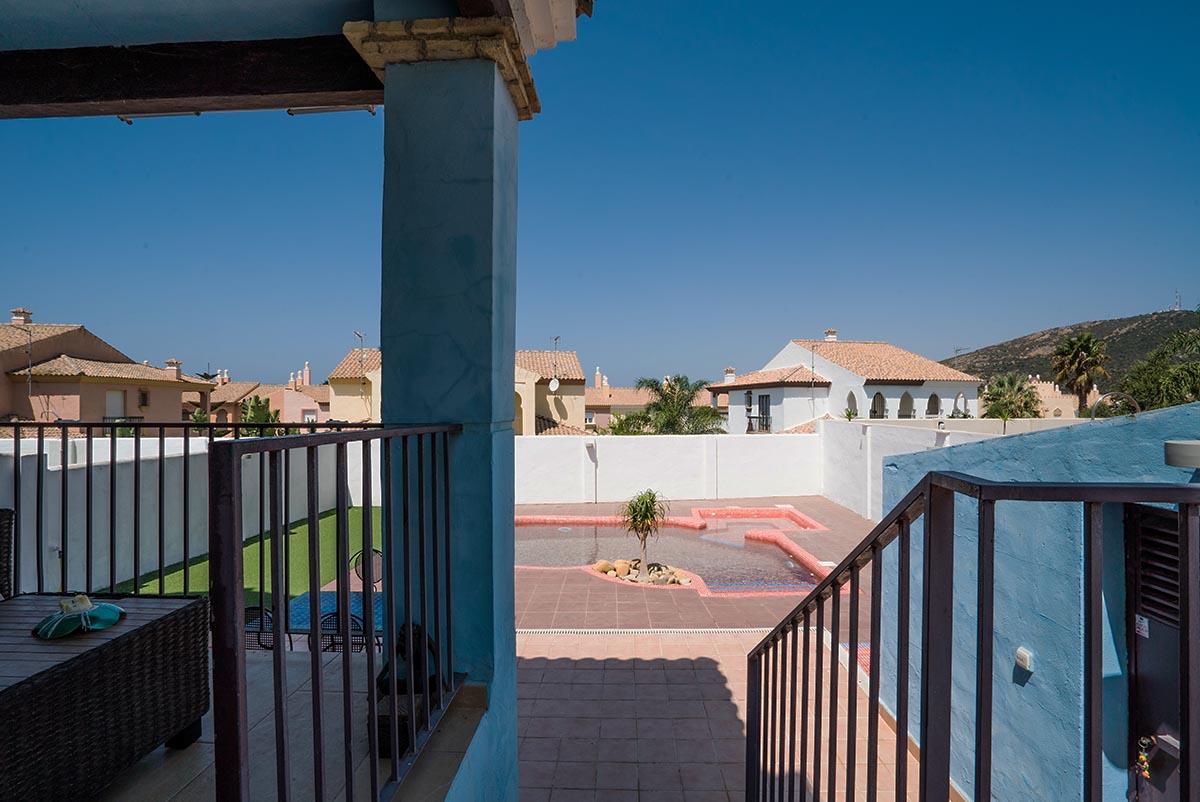Se vende chalet adosado con piscina privada en zahara de for Piscinas naturales zahara delos atunes