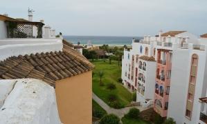 En venta apartamento atíco de 3 dormitorios en la urbanización Atlanterra Playa Zahara de los Atunes