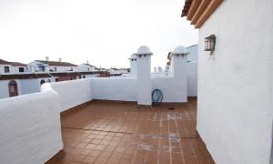 Se vende atíco en la urbanización Atlanterra Playa de tres dormitorios y dos baños. Zahara de los Atunes