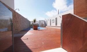 Se vende apartamento bajo con jardin en primera linea de playa en el pueblo de Zahara de los Atunes. Zahara de los Atunes