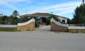 Se vende Chalet independiente de 350 m2 y con parcela de 3.000 m2 en Zahara de los Atúnes. Zahara de los Atunes