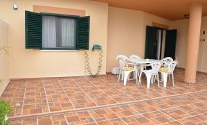Se vende apartamento bajo con jardin en la urbanización Mar de Plata a dos kilometros del pueblo de Zahara de los Atunes Zahara de los Atunes